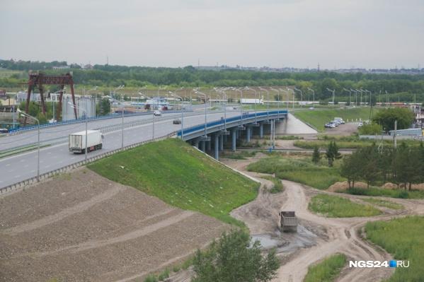 Новая развязка должна дать возможность проезжать потоку машин с Авиаторов по путепроводу над Северным шоссе