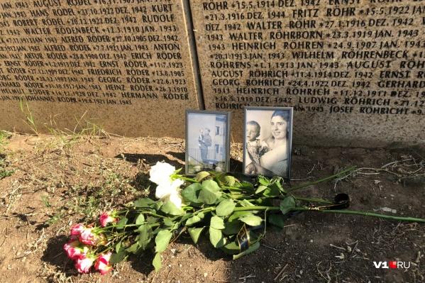 Немцев похоронили на мемориальном кладбище в Россошках