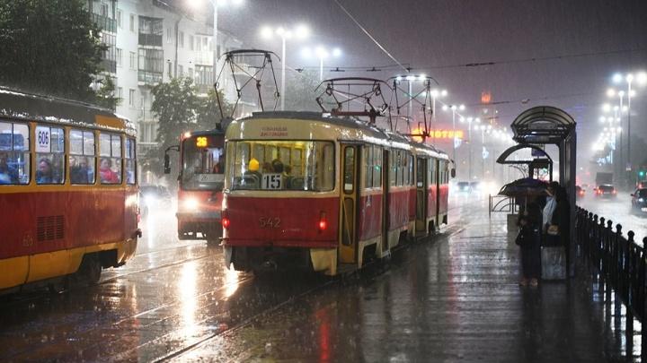 Синоптики продлили штормовое предупреждение на Урале