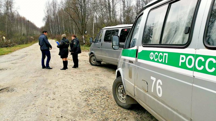 Пять лет плевали на решение суда: как ярославских чиновников заставили отремонтировать дорогу