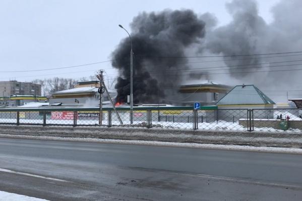 Из-за пожара людей пришлось эвакуировать