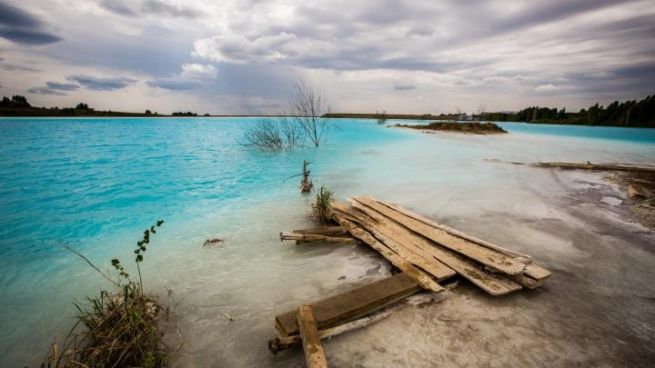 Изгнание из рая: на золоотвале ТЭЦ-5 с невероятно голубой водой начали ловить посетителей