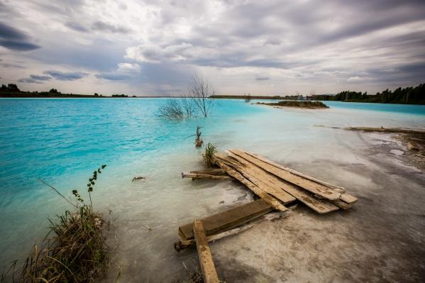 Фотографии бирюзовой воды золоотвала облетели весь мир. После этого на территории «Мальдив» решили установить дополнительный пост охраны