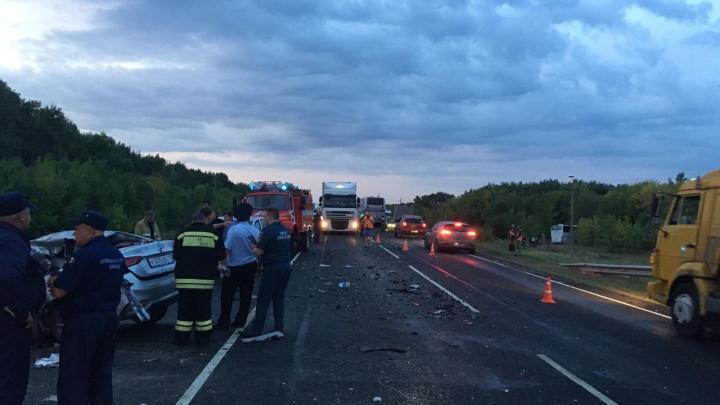 Рейсовый автобус и Hyundai столкнулись на московской трассе: пять человек погибли