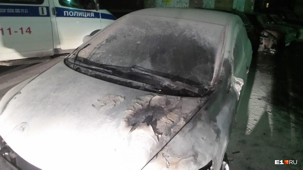 Пострадали припаркованные рядом Honda и москвич