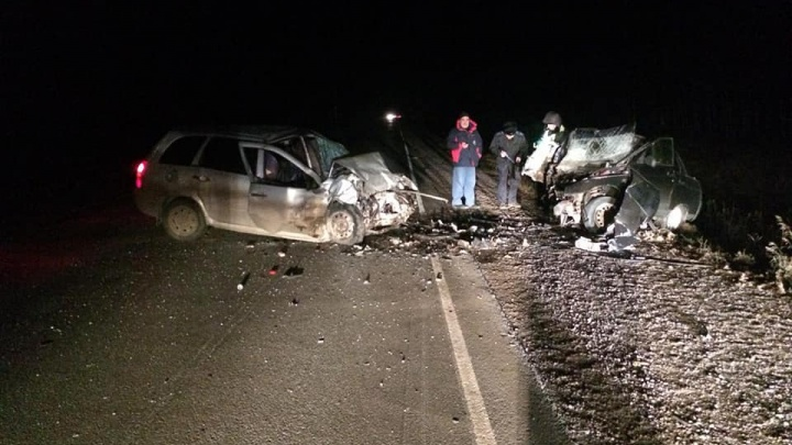 От машин осталась груда металла: на трассе в Башкирии столкнулись две легковушки