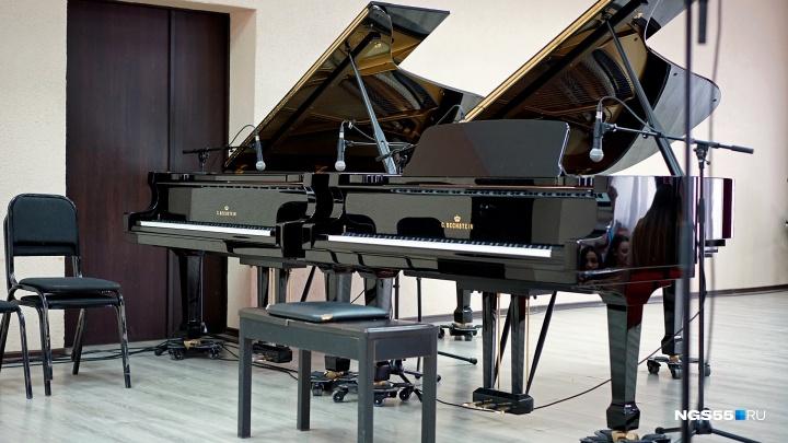 Омские студенты показали, как звучат рояли за 3,5 миллиона