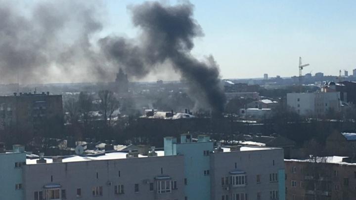 Над центром Ярославля поднялся столб дыма: что горело