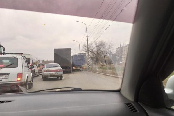 Из-за ДТП на проспекте Университетском собирается пробка