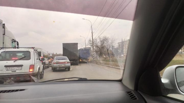 Полиция назвала причину массовой аварии на проспекте Университетском