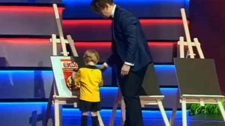 Трехлетний участник шоу «Лучше всех!» сложил из пазлов эмблему ФК «Уфа»