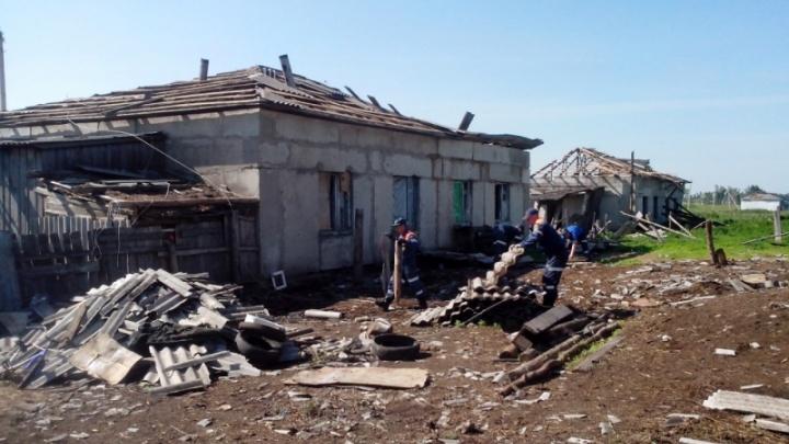 Пострадавшим от урагана в Мокроусовском районе выделили деньги из регионального бюджета