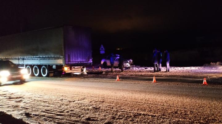 В аварии под Архангельском погибла девушка-водитель, въехавшая в фуру