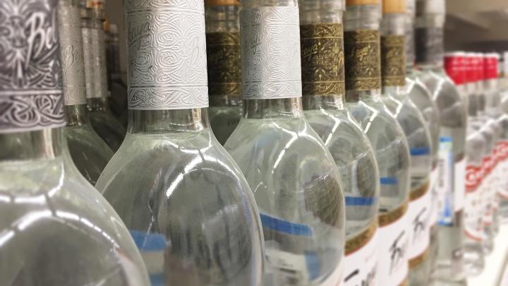 Из магазина в Далматовском районе изъяли более 40 бутылок контрафактной водки