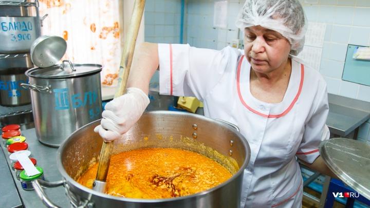 В Волгограде пройдет суд по питанию в 10 школах
