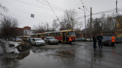 ДТП на Луначарского заблокировало движение трамваев