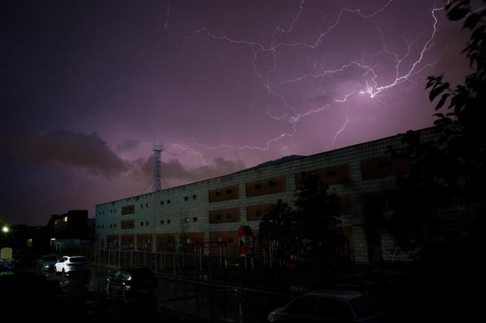 Ночью в Новосибирске разбушевался ураган. Фото Александра Ощепкова