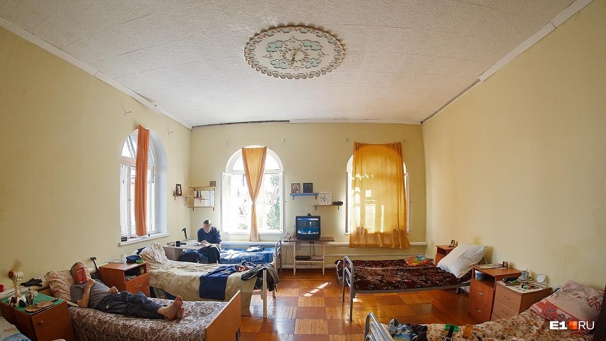 Одна из спален на втором этаже