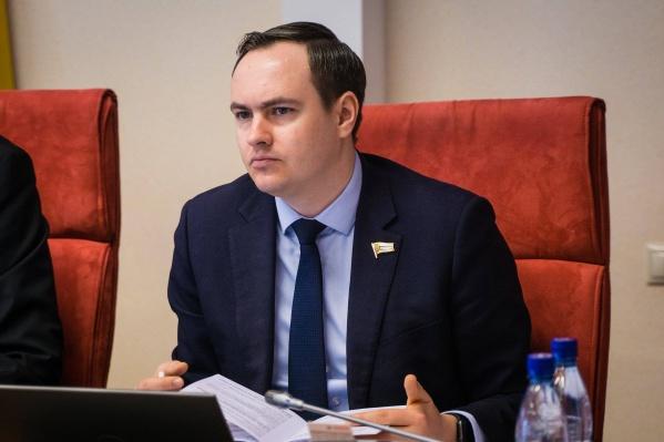 Антон Капралов вызвался помочь тем, кто не может ездить слишком далеко за льготными лекарствами