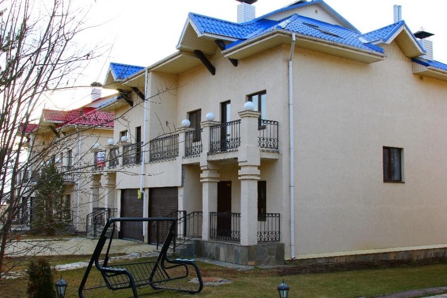 Месяц проживания в этом коттедже стоит 450 тысяч рублей, а сутки обойдутся в 15 тысяч