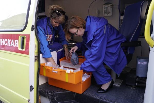 Медики доставили пострадавшего в ОКБ №2