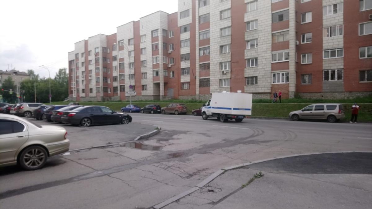 Автозак с Васильевым уезжает от здания ГСУ