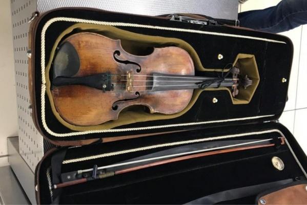 Пассажир не смог предъявить документы на скрипку
