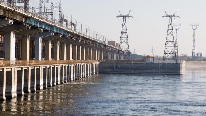 Водохранилища наполнены: Волжская ГЭС в ноябре начала весенние сбросы воды