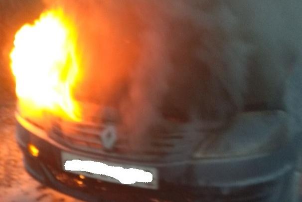 «Хлопок, а затем возгорание»: в Ленинском районе Renault сгорел в считанные минуты
