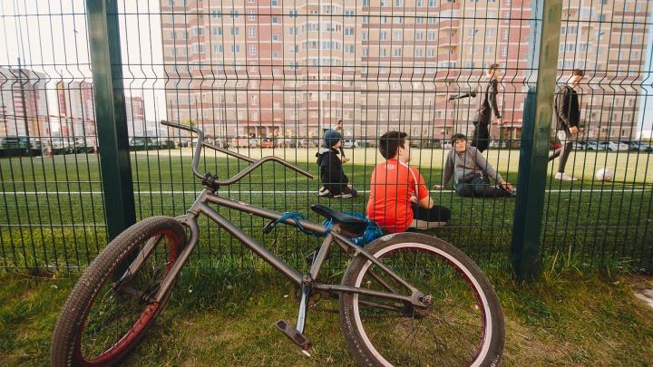 (Не)нужное благоустройство: как тюменцы спорят из-за лавочек, беседок и футбольных полей во дворах