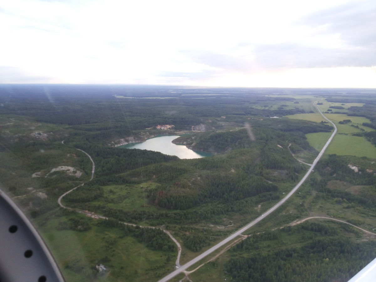Бирюзовое озеро заинтриговало пилота