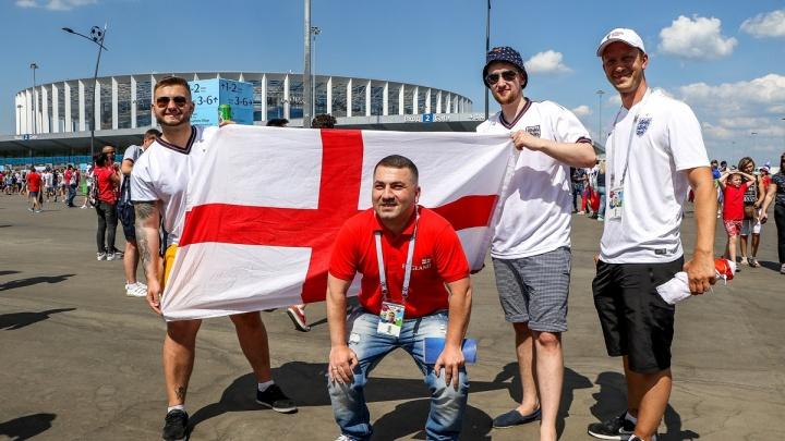 «Это самое лучшее место». Британские блогеры опросили в Нижнем Новгороде фанатов из Англии