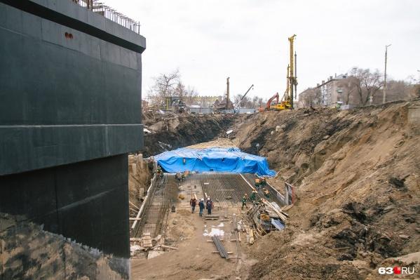 Археологические ценности нашли на пути девятого съезда с моста