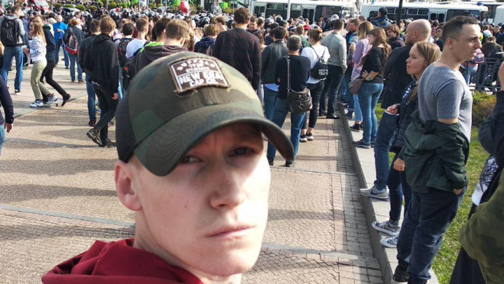 В Москве на акции протеста задержали жителя Прикамья. Он говорит, что просто шёл