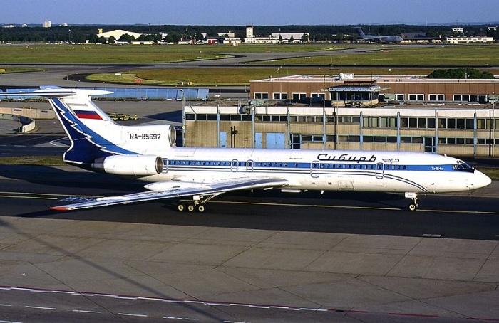 Самолёт Ту-154 авиакомпании «Сибирь»