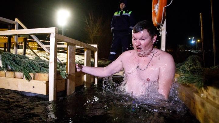 Крещение в режиме онлайн: экстравагантные дедушки, бассейн с глинтвейном и «Мама, я всё осознал!»
