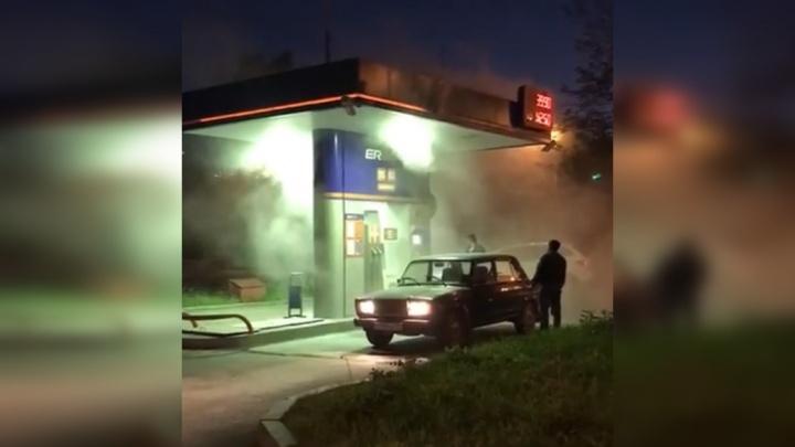 На Амундсена — Вонсовского загорелась автозаправка