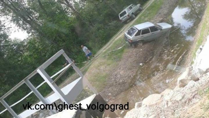 В Волгограде в ерике Верблюд утонула «девятка»: фото