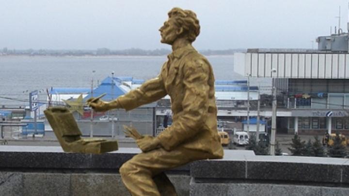 На центральной набережной Волгограда поставят бронзовую статую художника Лосева