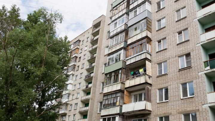 В Ярославской области годовалая девочка выпала из окна на седьмом этаже