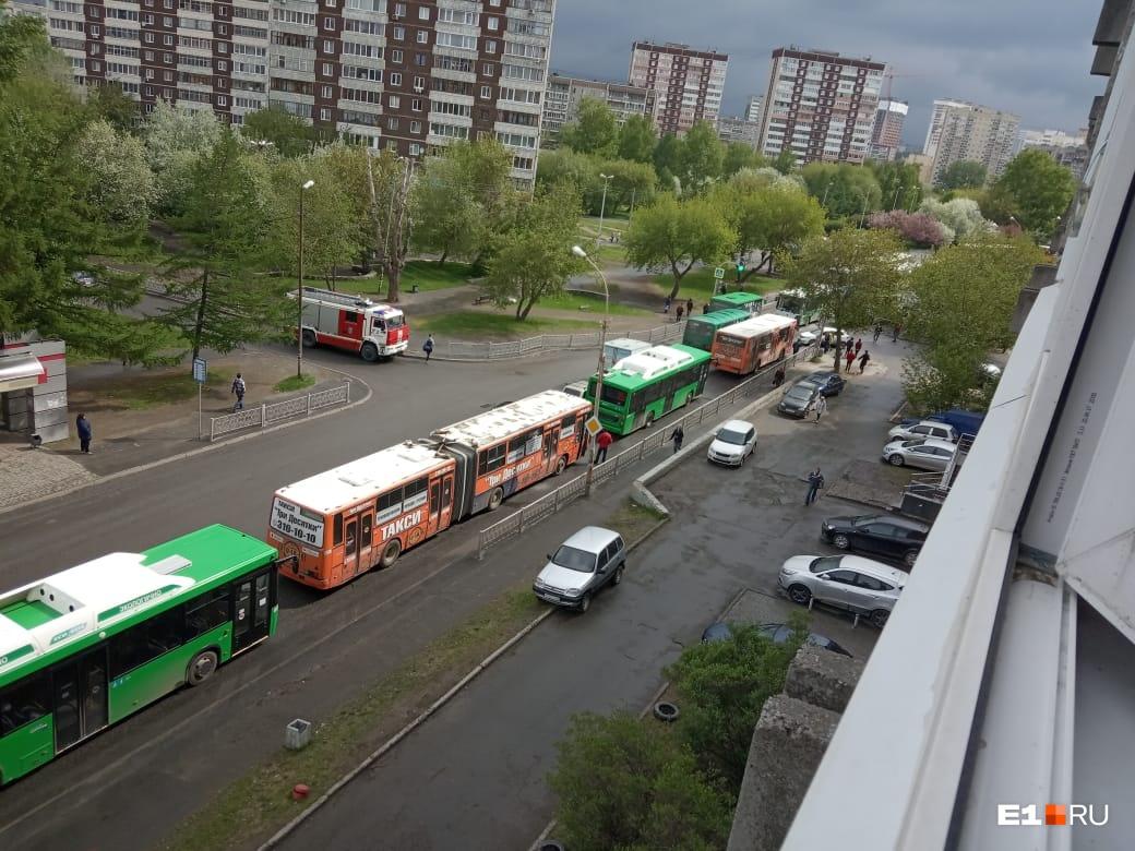 «Удар вдавил меня в кресло»: на Опалихинской столкнулись два пассажирских автобуса