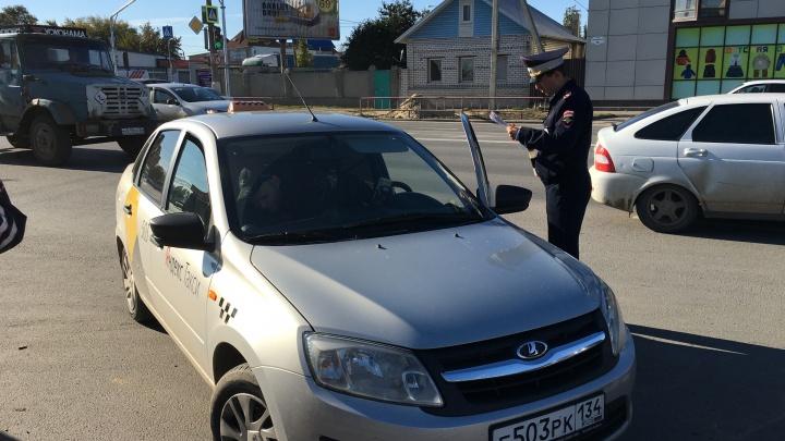 Лицензия имеется? В Волгограде искали нелегальных таксистов