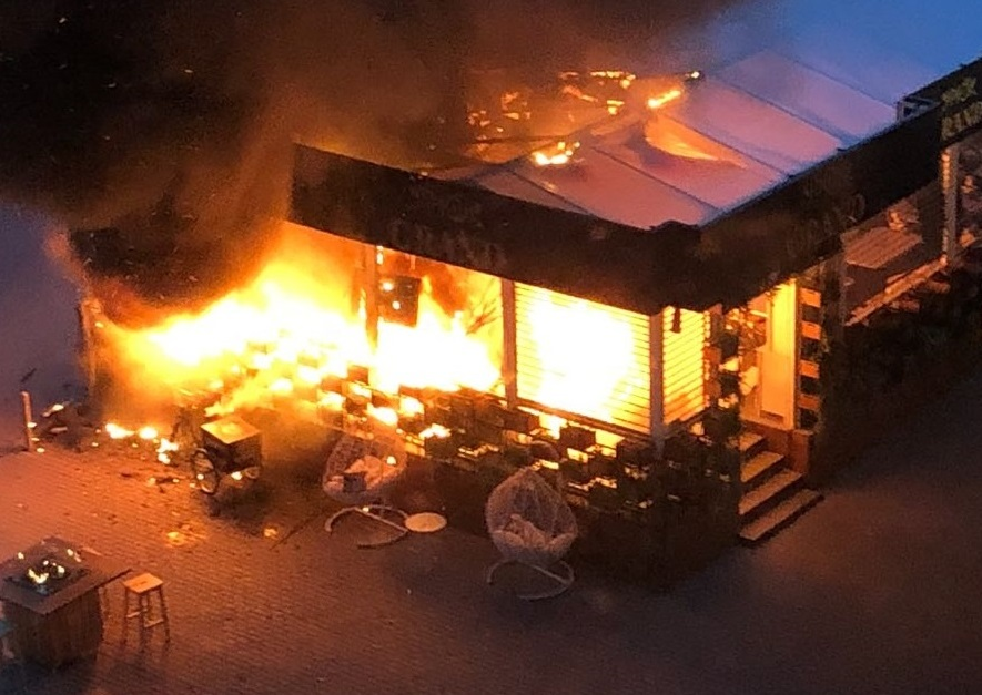 «Колба лопнула, горящие части разлетелись»: «Grand Урюк» рассказал свою версию о пожаре на веранде