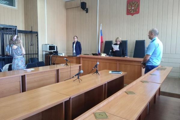 Осуждённому предстоит отбыть срок в колонии строгого режима и выплатить полицейскому 300 тысяч рублей