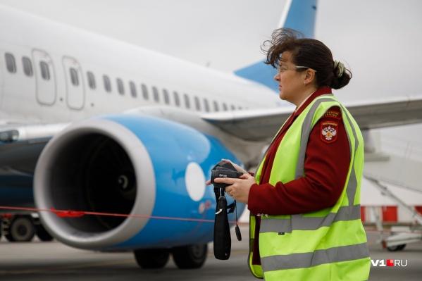 Думаете инспектор играет в тетрис? Нет, она измеряет температуру пассажиров