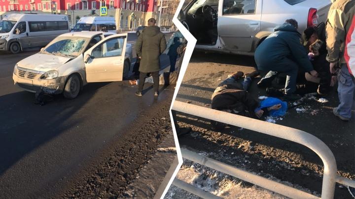 В Челябинске автомобилист сбил людей на пешеходном переходе и протащил их несколько метров