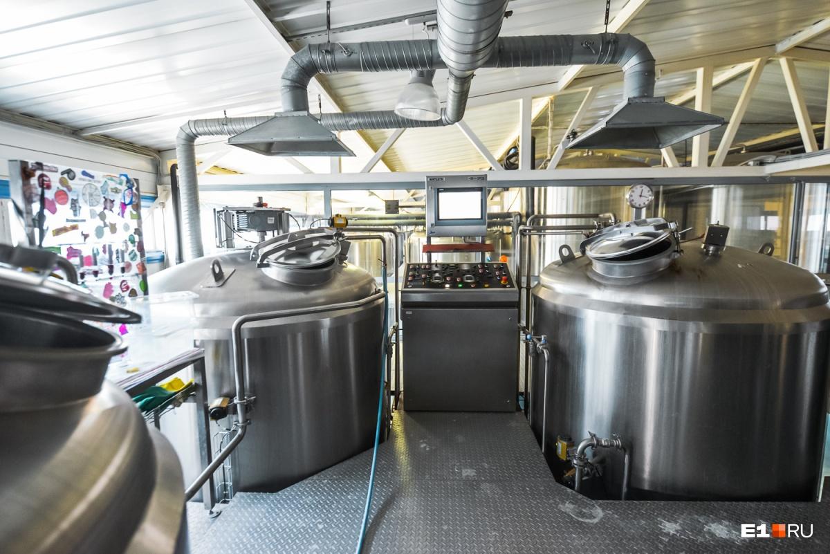 «Люди без пива сидят, волнуются»: репортаж с пивоварни Jaws, которой запретили производить алкоголь