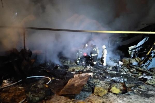 На месте происшествия работали90 пожарных