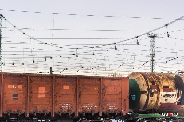Когда железнодорожники осматривали вагоны, внутри нашли не только груз