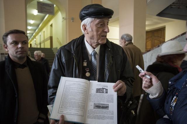 Профессор Альберт Николаевич Яковлев вместе с друзьями по университету несколько лет назад издал книгу о первых годах НГТУ